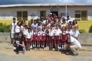 Junto a pioneros y otros pobladores de la comunidad de Cabo Cruz, en Niquero.