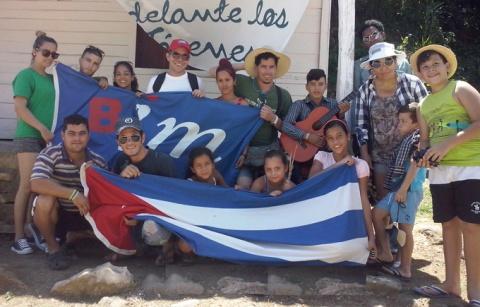 Jóvenes artistas en la Sierra Maestra