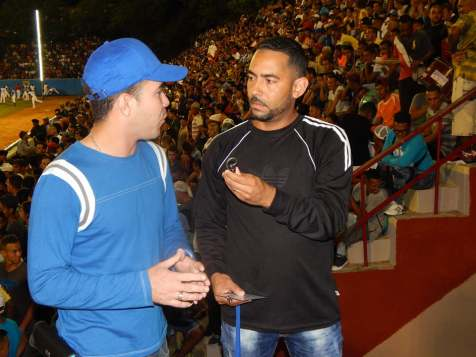 Yasel Toledo en el estadio