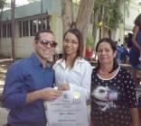 Yasel Toledo Garnache junto a su mamá y su hermana