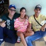 Yasel Toledo Garnache junto a sus primos