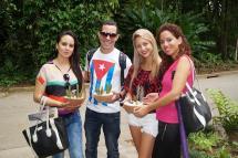 Jóvenes en el Jardín botánico Cupaynicú