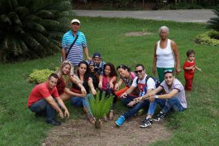 Junto a colegas en el jardín botánico Cupaynicú